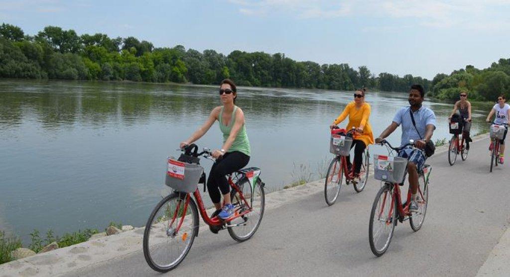 General Boat & Bike Tour to Szentendre