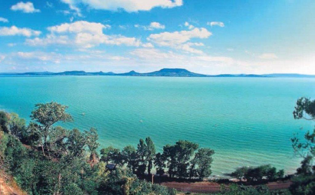 The Turquoise Sea of Hungary: Lake Balaton Private Tour