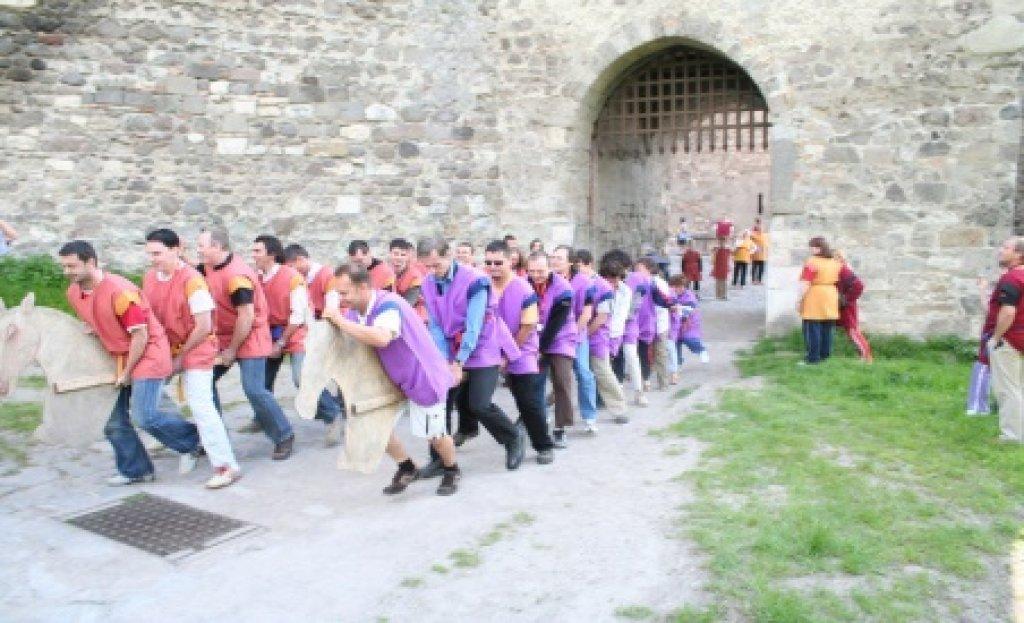Középkori csapatépítés Visegrádon – lovagi olimpia
