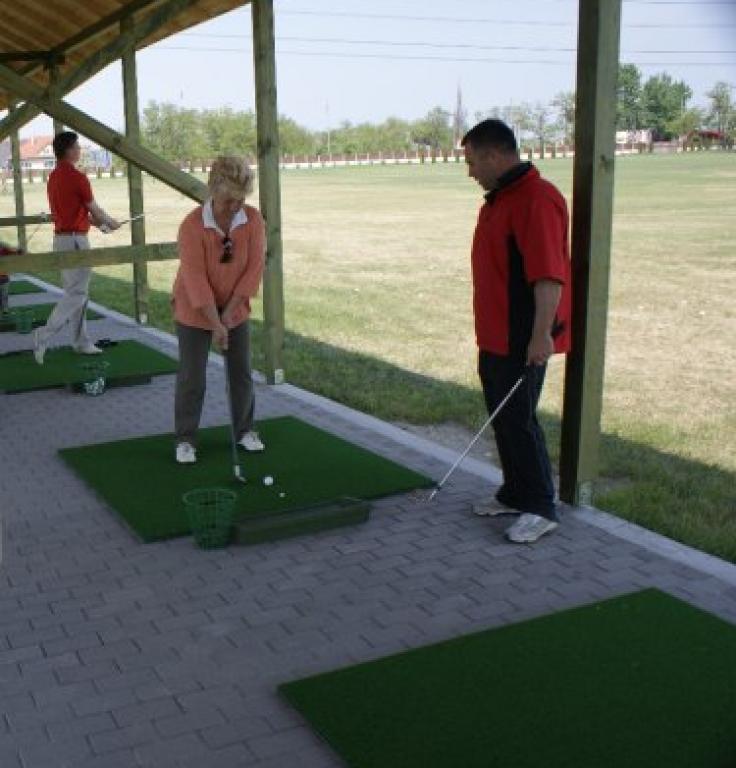 A golfban nincs tere az agresszivitásnak.     Kovácsolja össze csapatát egy jó hangulatú golfozással